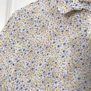 Fin blomster kjole fra Pieces - fejler intet
