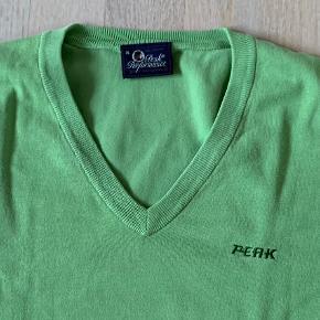 Peak Performance herre strik bluse med v-hals str. XL. Style Alex. 80% bomuld + 20% polyamid. Fin stand. Kan sendes for 39 kr.