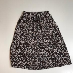 Leopard nederdel fra Second female Har elastik i taljen Brugt få gange
