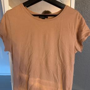 Moss Copenhagen t-shirt. Fejler ikke noget. Kom gerne med bud