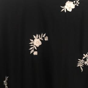 Fin løs buksedragt fra Zara premium.