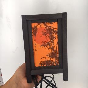 Fin lampe fra Vietnam. Kræver adapter