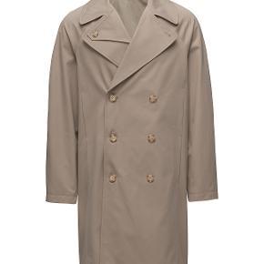 Sælger denne lækre og stilede frakke fra det populære svenske modemærke filippa-k. Den er aldrig brugt og kostede 3800,-  Byd!