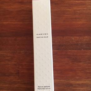 Carven Dans Ma Bulle parfume. 10 ml, så lige til tasken 👍🏻  Vejl udsalgspris for 100 ml er 725 kr.  Sælger denne for 70 kr.