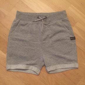 Varetype: Shorts Størrelse: XS Farve: Grå  Livvidde 60 cm