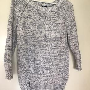 Gråhvid lækker blød sweater fra GAP. Købt i USA