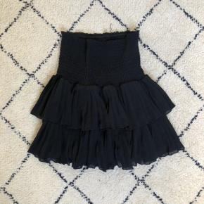 Neo noir nederdel næsten aldrig brugt. Str s. BYD gerne