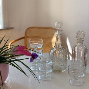 Fine glas der kan stables - lige til en drink eller spise yougurt af 🙏🏻  Alle 6 skåle/glas 200kr Lille karaffel 85kr Stor karaffel 95kr   Sender gerne 💌