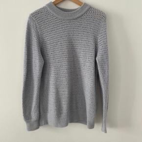 "Morenas sweater i farven ""water""."