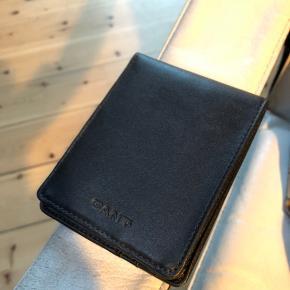 Gant læderpung til kort og sedler Hugo Boss toilettaske.   Sælges samlet for 100 kr