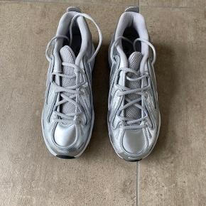 EQT Gazelle sko i str. 40 2/3. Aldrig brugt.