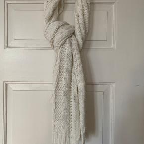 Gina Tricot tørklæde
