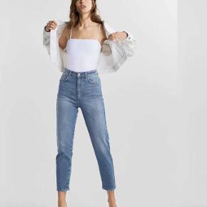 Mom Jeans fra ZARA. Str. 34 Begge par for 300 kr. 1 par 150 kr.