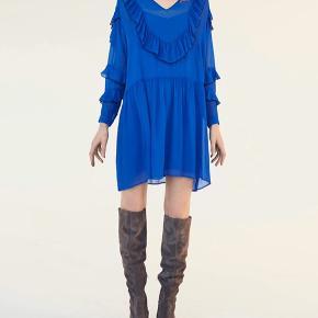 Super lækker kjole fra Custommade str 38, blå underkjole følger med.  Det lille mærke med str er klippet af i selve kjolen, men det sidder i underkjolen. Kun brugt få gange ;)