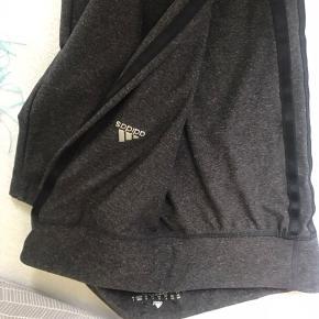 Adidas bukser som fejler intet. Tynde og bløde