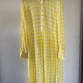 Brugt 1 gang. Smuk gul kjole