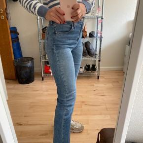 Fede jeans fra BDG. De er en størrelse 24