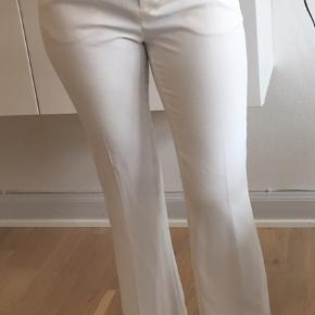 Hvide bukser fra Zara med svaj. Str. S. Aldrig brugt