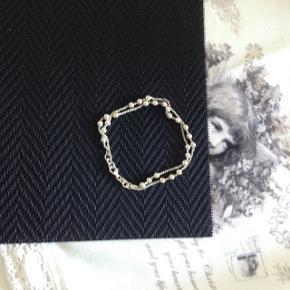 Smukt sølvarmbånd, Beregnet til at lægge dobbelt. L 34,5cm. Købt i Åbybro smykker. Æske medfølger. Aldrig brugt.