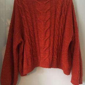 En dejlig vamset orange sweater fra Missguided. Er købt i efteråret 2019 og ikke brugt mange gange. Den er stor i størrelsen :)  76 % acryl, 24 % polyester