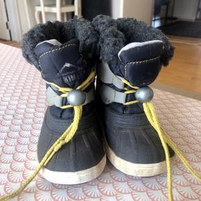 Mckinley mørkeblå vinterstøvler str 20.Nem snørelukning. Sålen ikke slidt