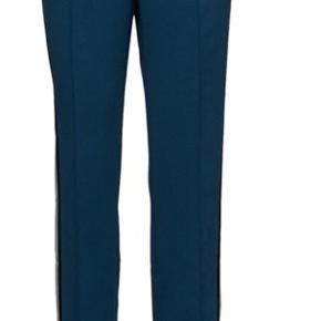 Helt nye med prismærke . De kendte Sammi pants fra Birgitte Herskind. Sælges kun idet de er købt i forkert str .