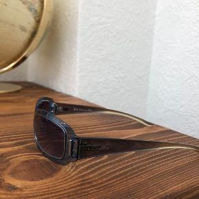 Vintage Christian Diorsolbriller💙 ingen tegn på slid på selve brillen. Etui og pudseklud medfølger