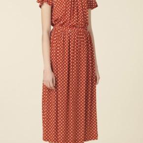 Den fine røde kjole med prikker sælges fra Stine Goya  Jeg bytter ikke