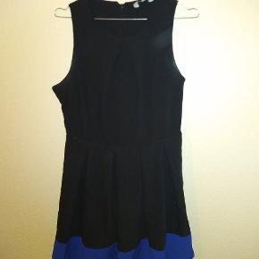 Kjole fra neu look Størrelse 14 Har en flot detalje som kan ses på billede 2