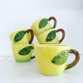 2 tilbage // Drik din kaffe af en 🍋! H:6,5, Ø:8,5. 90,- pr. stk. 4 i perfekt stand. 2 med små (med streg under) skønhedsfejl til 70,- pr. stk. Køb mindst 2 stk. #citronkop #citronkande #frugtkande #frugtkeramik #citronskål #citronfad #keramikfund #sælges #tilsalg  Besøg @loppeleg på Instagram for flere fine loppefund.