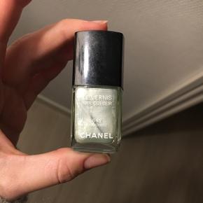 Chanel lak. Nr 645 Paradiso 💚 SMUK mintgrøn glimmer. Aldrig blevet brugt. Ny pris 175,- Sælges til en god pris 🌿