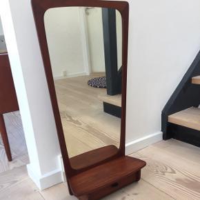 Teak spejl med hylde og skuffe, fin til entréen, h:78, b:38 - fast pris