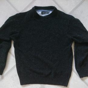 Sweater str M. Mærke: Cita di Milano. 80% uld, 20% polyamid. Vaskes ved 30 grader.