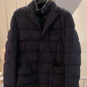 moncler jakke modellen rouillac, er som ny.  str 3, nypris omkring de 7.500kr