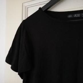 Fin basis t-shirt i tung kvalitet, lidt lille i størrelsen