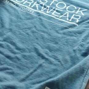 Lækker trøje i en frisk farve fra Jack & Jones. Kommer selvfølgelig uden huller eller kosmetiske fejl.   Kan afhentes i Hillerød eller sendes.  Se gerne andre annoncer for mere tøj