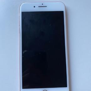 Sælger iPhone 8+ med 256GB i. Den er lidt ødelagt bagpå, men ellers fungerer den som den skal. Oplader og æske følger med. BYD endelig