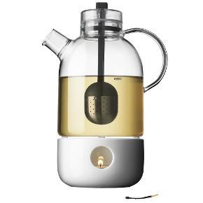 Menu tekande med tevarmer  Brugt kortvarigt.  Nypris 800kr  designet af Norm arkitekterne.  Menus Kettle Teapot af Norm unikt omfavner mødet mellem to traditioner - den asiatiske zen filosofi og moderne skandinavisk design. Et særligt kendetegn er tepotten gennemsigtighed, der giver en visuel oplevelse af teen og stimulerer sanserne af syn, berøring og lugt ens. Som en fin detalje te æg er placeret i midten af potten og er let hæves ved at trække snoren fastgjort silicium når teen er klar til servering. Kan ikke bruges på komfuret.  Tekanden kan rumme 1,5 Liter.