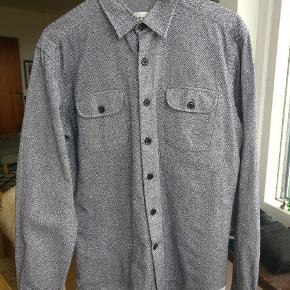 Skjorte / overskjorte fra danske APOCS lavet i ren bomuld
