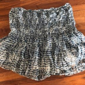 Sælger den her Isabel Marant nederdel. Det er en størrelse 40 fransk og str. 38 dansk. Elastikken i nederdelen er blevet lidt 'slatten'