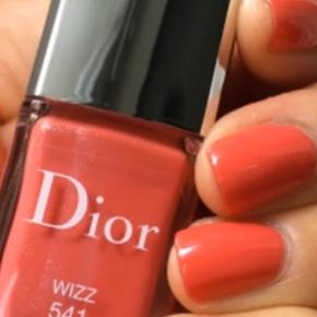 """Dior lækker sommer lak """"Wizz"""" 541. Brugt en enkelt gang.  Nypris 195kr Kommer i original æske."""