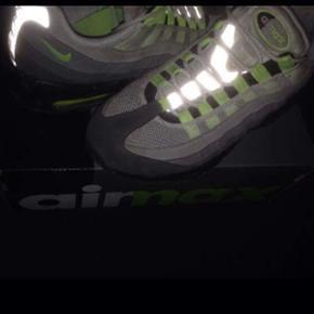 Nike 95 sælger også nogle meget lignende Nike 97 skriv gerne for flere billeder da fotokvaliteten er ret dårlig på dette billede  Skoene er en str 39 brugt 2 gange cond 10/10 kvittering og æske haves:-) Np 1450 BYD