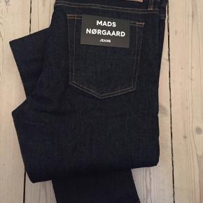 Slim Fit Rinse jeans fra Mads Nørgaard i str. 34X34. Kom med et bud :)