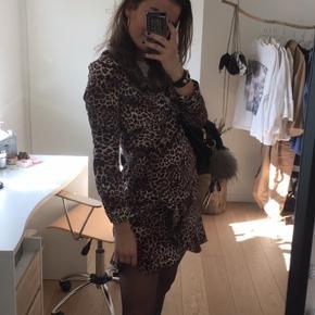 Helt ny stadig med prismærke populær vila leopard kjole Np 280 Skal af med den så er åben for bud