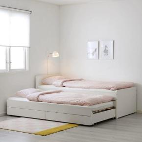 Jeg har 3 stk af den seng... de har alle sammen med en underseng og 2 stk opbevarings skuffer. Brugt i et pr måneder. Uden madrasser.
