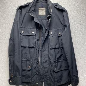 Sælger denne Moncler field jacket i str 3  Den er lidt brugt. Stand 8/10