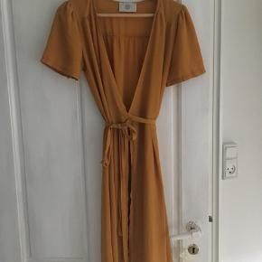 Super din slå-om kjole fra rude. Byd endelig! 😊
