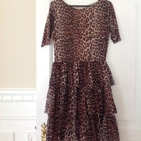 Super flot Ganni kjole. Standen er mellem næsten som ny og god men brugt