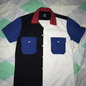 Dickies  Str. S Mega fed skjorte Brugt en enkelt gang Mp: 200 Køb nu: 300