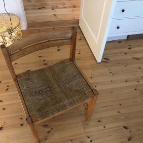 Super fin Børge Mogensen-stol Dog kunne flettet nok snart trænge til en udskiftning – men det er dog kun et spørgsmål om udseende. Derfor sælges den også til en god pris 😊